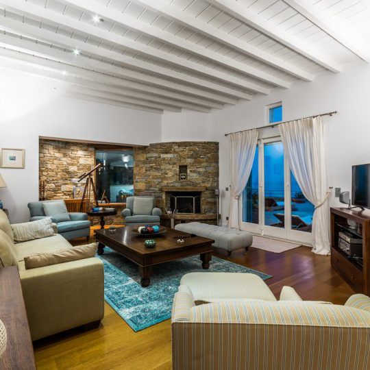 http://www.blueros.com/wp-content/uploads/2016/03/blueros_livingroom_00013-540x540.jpg