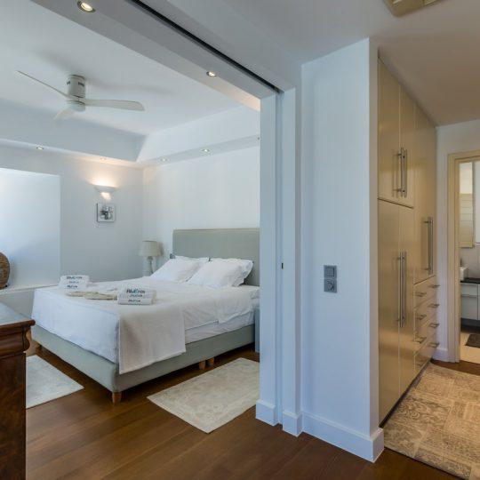 http://www.blueros.com/wp-content/uploads/2016/03/blueros_master-bedroom_00017-540x540.jpg