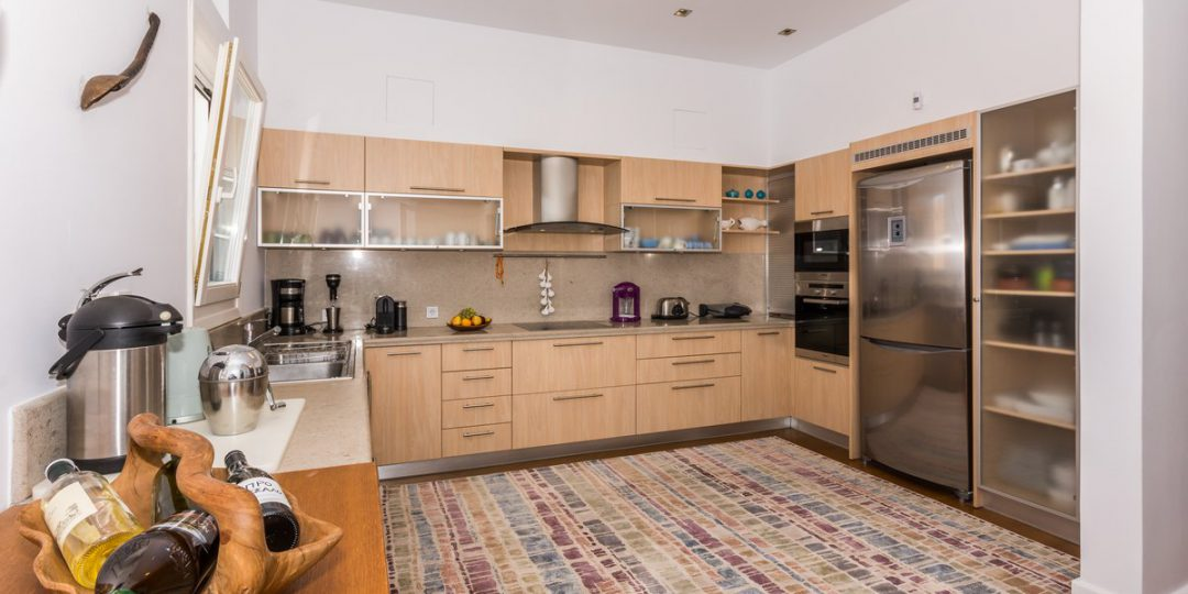 http://www.blueros.com/wp-content/uploads/2016/03/blueros_master-kitchen-up_00001-1080x540.jpg