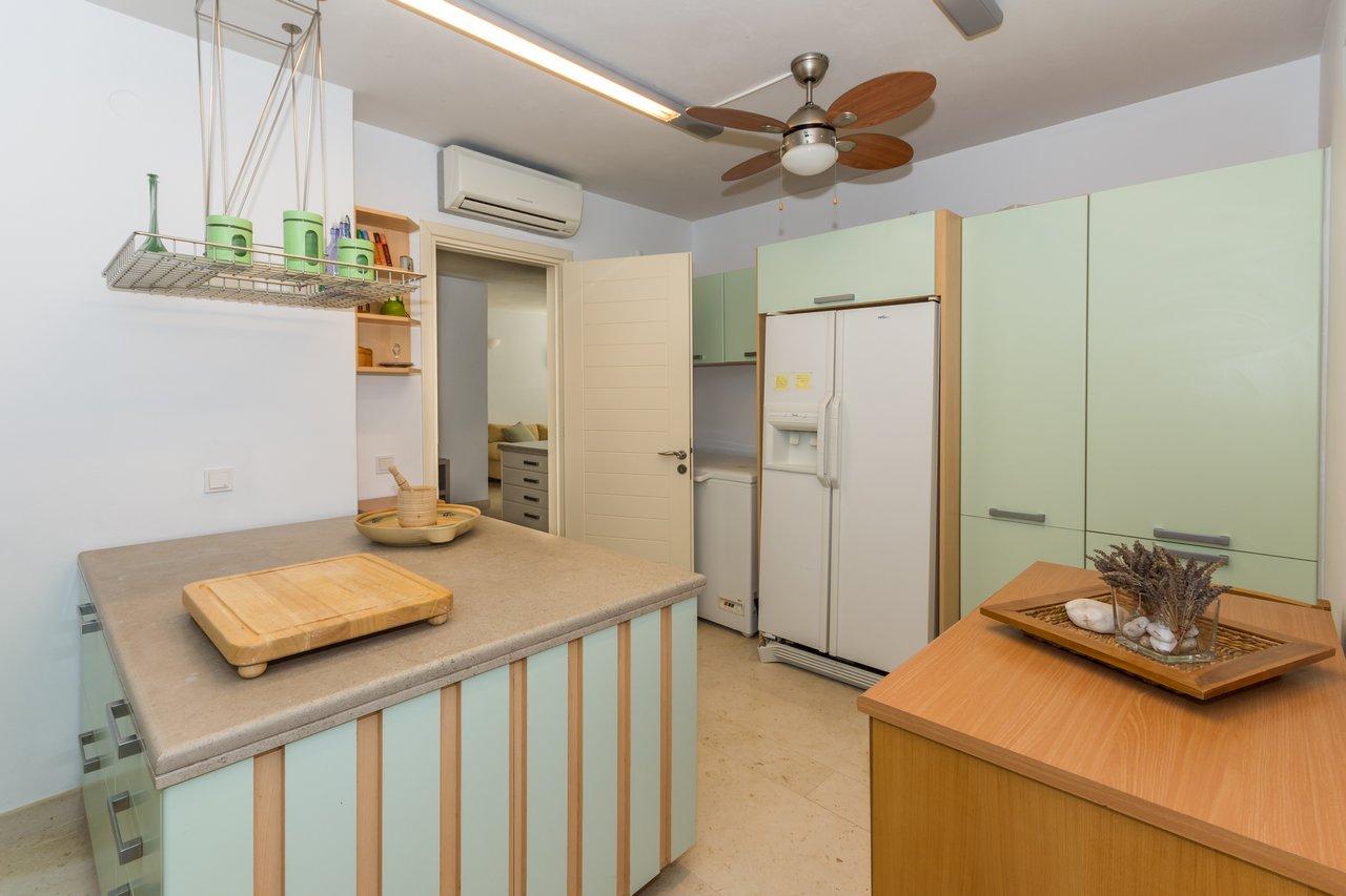 blueros_kitchen_dn_00001